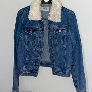 New Look Cropped Denim Jacket with Faux Fur Collar